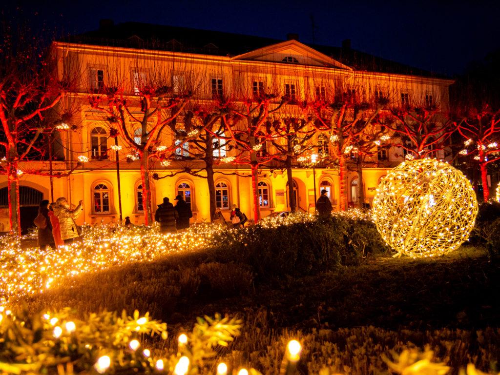 Überall leuchtet es auf dem Luisenplatz in Wiesbaden - einfach ein Traum!