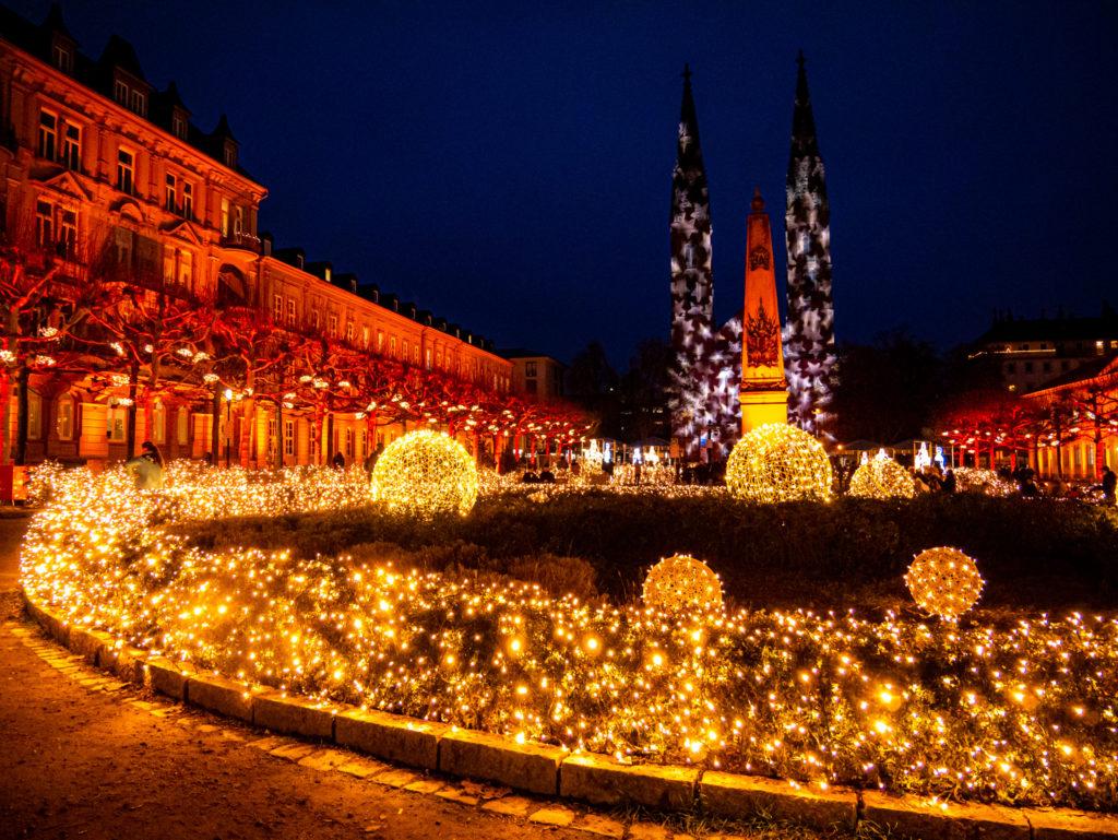 Die Kirche auf dem Luisenplatz in Wiesbaden wird so herrlich angestrahlt!