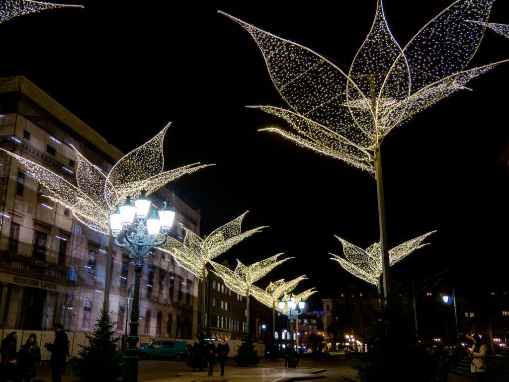 Die Beleuchtung vom Sternschnuppenmarkt befindet sich dennoch auf dem Schlossplatz.