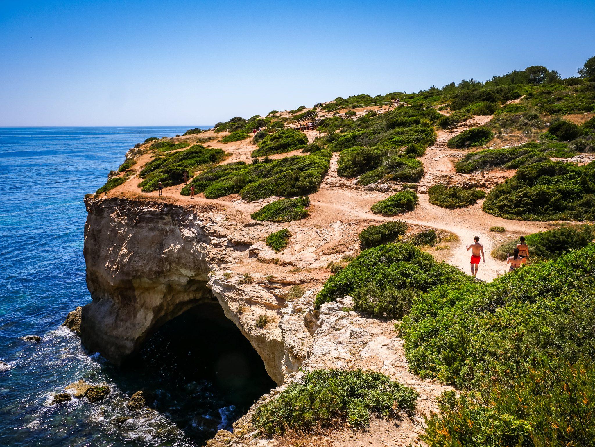 Der Ausblick, welchen du von den Klippen der Algarve Küste hast, ist wie gemalt!
