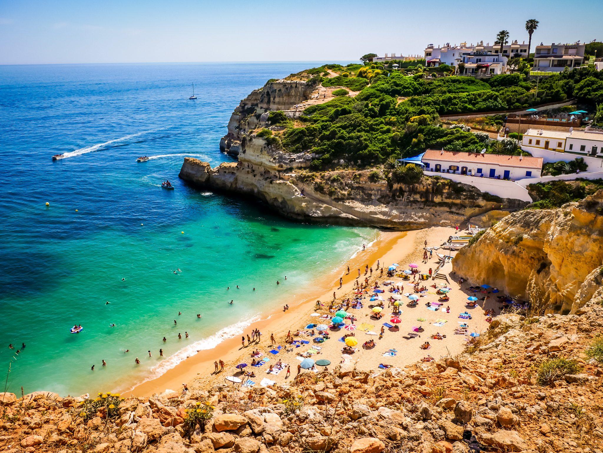 """Der Strand Praia de Bengali ist sehr beliebt und gilt als """"second thing to do in der Region Lagoa""""."""